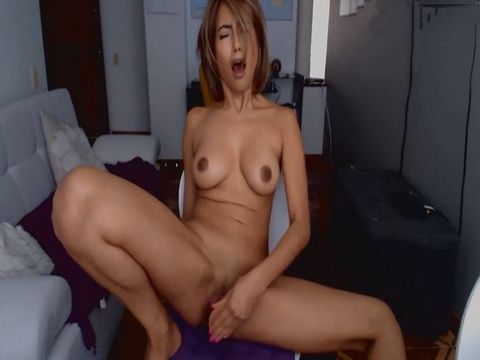 Beautiful Chick Having Fun on Cam