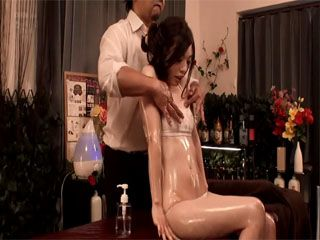 Masseur Knew How To Make His Client Horny And Fucked Her On The Massage Table