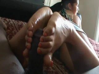 Amateur BBC Gets Great Footjob Homemade