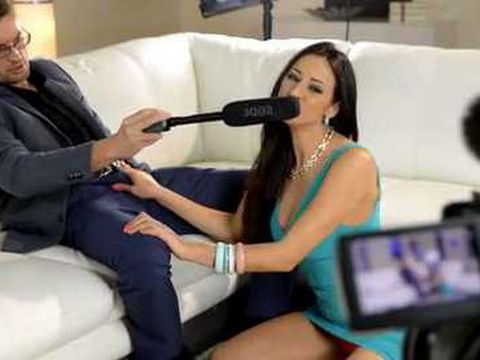 TV Reporter Never Imagine That Taking An Interview From This Celebrity May Turn Into Anal