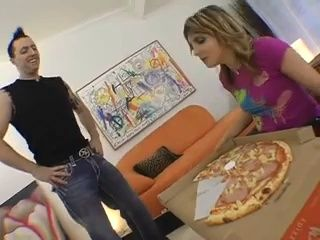 Slutty Babe Pay Pizza Delivery With Her Ass