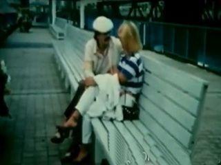 Brunette and blonde gets their twats split in vintage scene