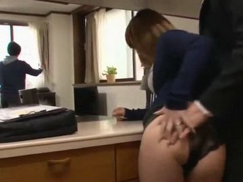 Real Estate Agent Fucks Guys Wife While Selling Them Appartment