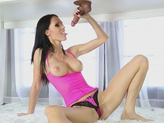 Busty masseuse Jennifer Dark facialed