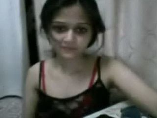 Hot Indian Teen Showing Her Tits On The Webcam