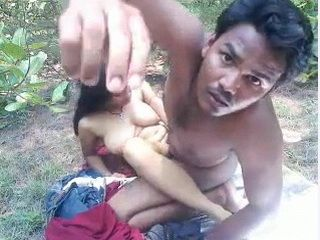 Indian Couple Making Their First Private Sex Tape In The Bushes